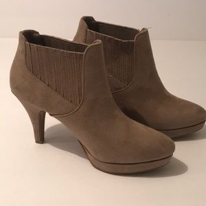 Tan suede Ladies ankle booties with heels size 6
